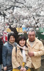 Familie in Japan im Frühling